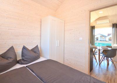 domki-rajskie-piaski-sypialnia-salon